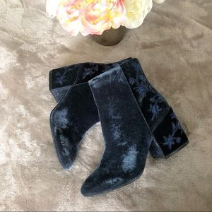 New Kenneth Cole embroidered suede navy blue boots